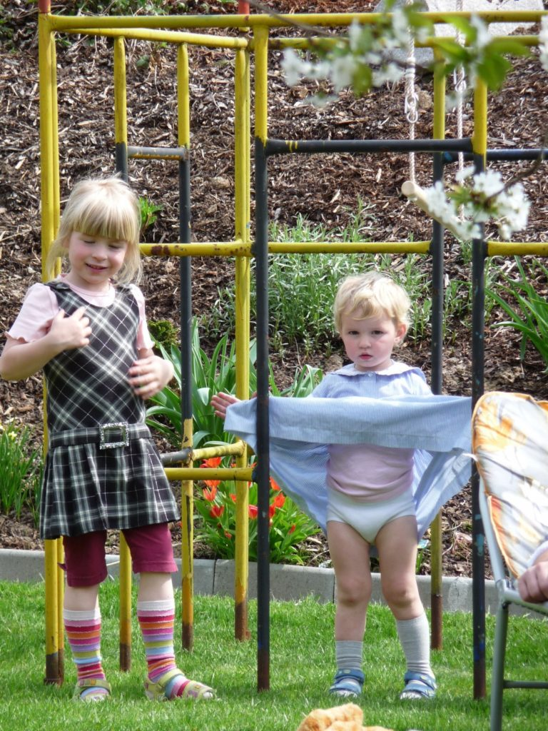 playground_play_children_girl_climb_dresses_blond_diapers-942821.jpg!d